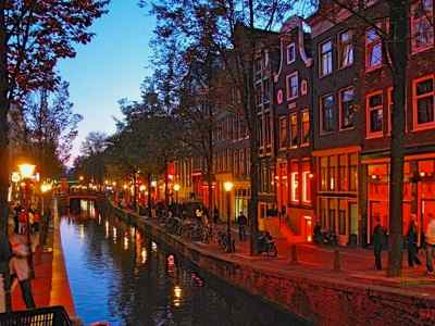 Amsterdam Redlight district glows red at night!