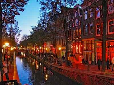 Amsterdam Redlight district glows red at night!
