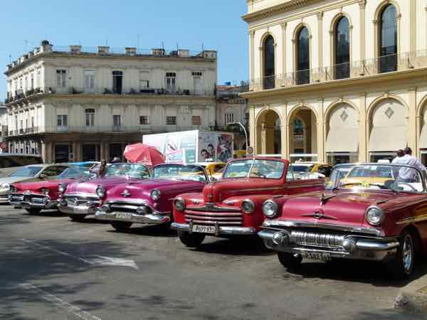 Cuban Classic Cars near El Capitolio