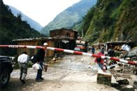 Walking across border from Tibet to Nepal