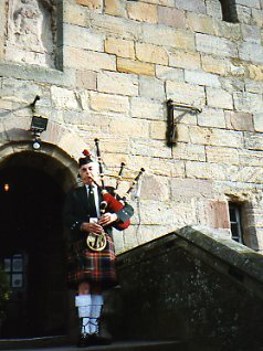Travel-Scotland-Borthwick-castle-bagpiper