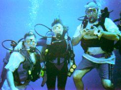 Divers OK - Bloody Bay Wall Little Cayman Island