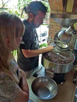 Roasting coffee beans in El Salvador