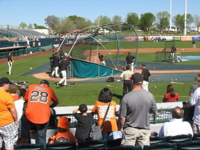 SF Giants take batting practice in Scottsdale